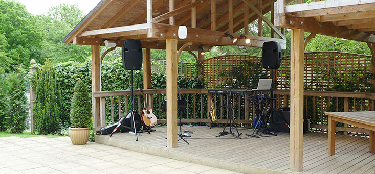 Singer and Musicians Wedding Equipment in Kent